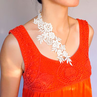 cream lace gold necklace // floral chain necklace // large necklace// statement necklace // party wedding accessory // gift