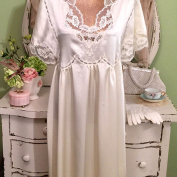 Vintage Ivory Nightgown  Couture Lingerie  Eve Stillman Nightdress  New York Peignoir  Romantic Tambour Lace  Womens Size Medium Large