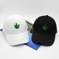 2017 New Fashion Embroidery Maple Leaf White Cap Weed Snapback Hats For Men Women Cotton Swag Hip Hop Fitted Baseball Caps