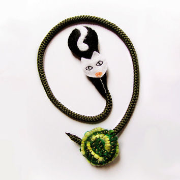 Felt cat bookmark, black and white kitty with green ball of wool