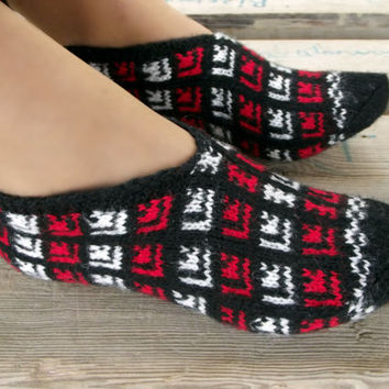 Holiday Black Red Slippers, Winter Fashion Hand Knit Socks Slipper for Adults, Crochet Womens Slippers, Holiday Gifts Idea