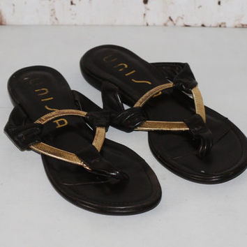 90s Sandals Black Leather 8 6 39 Flip Flop Thong Flat Grunge boho Nu Goth Gothic festival Hippie slip on Gold Metal Triangle New Age