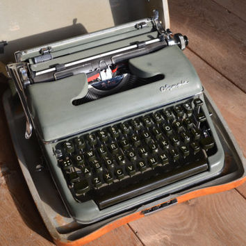Typewriter - Wooden Case - Greygreen Olympia Deluxe - Working Perfectly