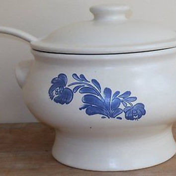 Pfaltzgraff China Dinnerware USA Yorktowne  In blue, Soup Tureen W/ladle