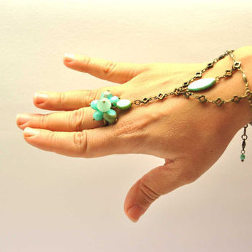 Fabulous ring bracelet, made with turquoise czech picasso glass beads, a delicate antique brass chain