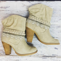 DOWNTOWN BOOTIES IN CREAM