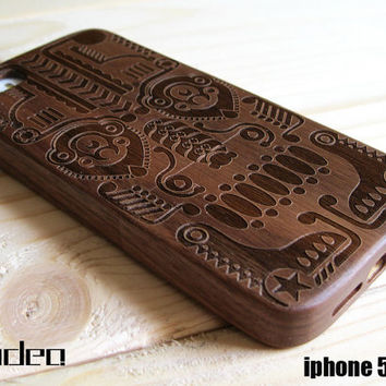 iphone 5 case, iphone 5s case, 100% walnut wooden iphone case with Totem design, wood iphone cover, wood iphone 5 / 5s case, iphone cover