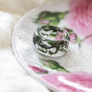 Green moss resin ring, clear resin ring, epoxy transparent ring, forest jewelry, witch jewelry, terrarium ring, pressed moss jewelry
