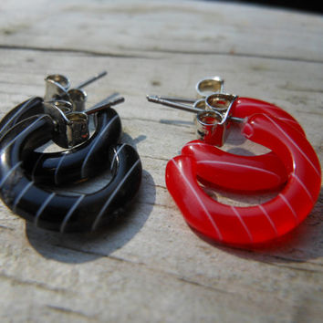 Small Hoop Earrings Red and Black White Pin Stripe Vintage Plastic Metal Posts Rockabilly Pin Up Geometric Retro Stuff  .5 inches Two Pair