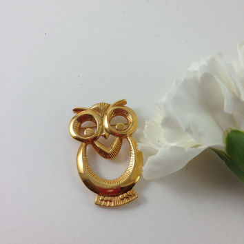SALE Vintage Gold Tone Avon Owl Brooch Pin