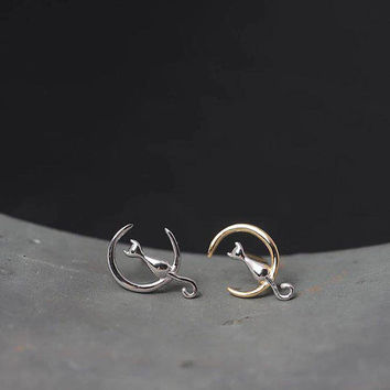 Moon Cat Earrings,Kitty on Moon earrings,Lovers Gift,Gold Or Silver Moon Cat Stud Earrings,Animal Studs,2 Colors Earrings,silver earrings