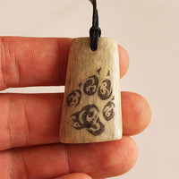 Scrimshaw tribal wolf paw pendant jewelry necklace elk antler