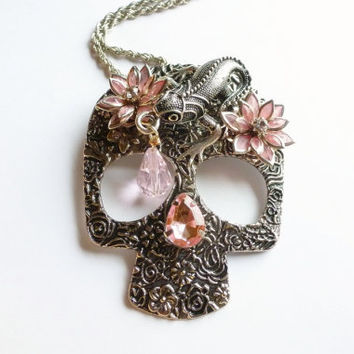 Antique Silver Sugar Skull Necklace Gecko Lizard Pendant  Pink 3D Lotus Flower  Punk Jewellery