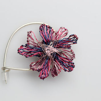 Wire sculpture art flower brooch,unusual wire flower brooch jewelry,unique art to wear creative sculptural jewelry flower brooch.