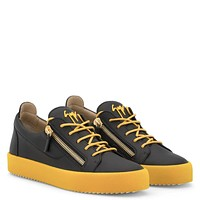 Giuseppe Zanotti Gz Frankie Black Leather Low-top Sneaker With Yellow Rubber Sole