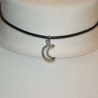 90's Silver Crescent Moon choker necklace with lobster clasp fastening.