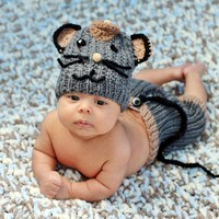 HandmadeTrend — Newborn Boy Knit Mouse Outfit, Set of 3 pieces, Hat, Pants and Mouse Tail
