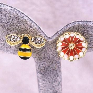 ONETOW Fashion Sexy Hot Sale Bee And Flower Earrings