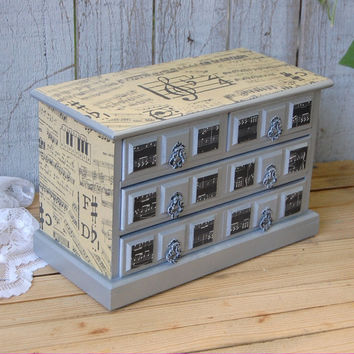 Shabby chic music box
