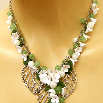 Green jewelry - Flower jewelry - Handmade necklace - Spring jewelry - Lilacs