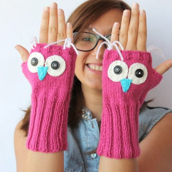 Autumn Finds / Owl Hand Knit / Fingerless Gloves in Pink / Winter Fashion 2012- 2013 / Size M