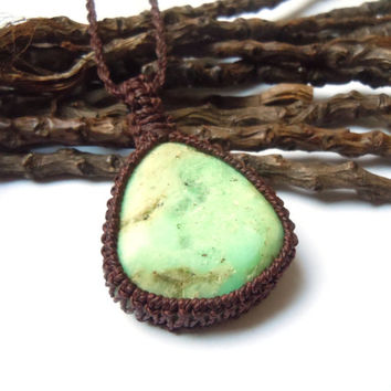 Chrysoprase pendant, macrame necklace, May birthstone, green chrysoprase, impartiality necklace, healing crystal, boho choker, unisex jewels