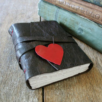 """i carry your heart with me"" (brown/red) from La Paperie & Cozy Journals"