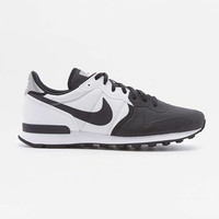 Nike Internationalist Premium SE White and Black Trainers - Urban Outfitters