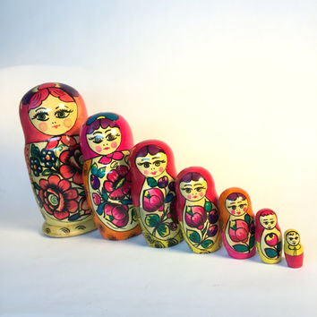 Matryoshka Russian Nesting Dolls Set of 7 Vintage Traditional Collectible