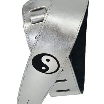 PLANET WAVES 25SLE01 EMBOSSED SILVER LEATHER ELECTRIC GUITAR STRAP YIN YANG