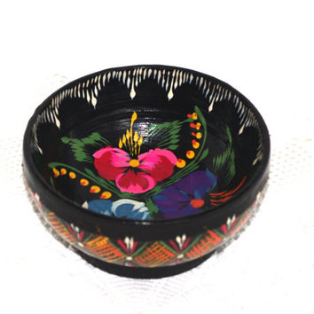 Rare hand painted black wooden bowl, Hand carved, vintage decorative wood bowl, ornament bowl, Polish box 80's, Traditional flower ornament