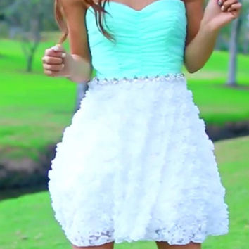 Mint Strapless Sweetheart Lace Mini Homecoming Dress