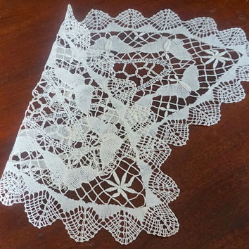 Vintage Bobbin Lace Doily,Oval Centerpiece,Crocheted Doily,Cream Table Runner,Vintage Linens,Butterflies,Vintage Wedding Linen,Dresser Scarf