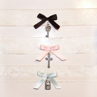 Clear nude bow chokers from A L I E N M O é