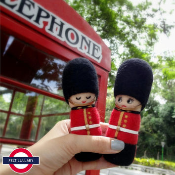 Needle Felted Sculptures - The Queen's Guard - British Royal Guard - Guardsmen - Toy Soldier - UK - Miniature Wool dolls (Set of 2)
