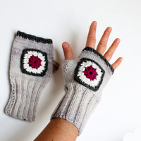 Arm Warmer Glove / Autumn Trends / Hand knit Fingerles Gloves / Ligth Grey / Gray / Lace / Crochet - Pink - Motif