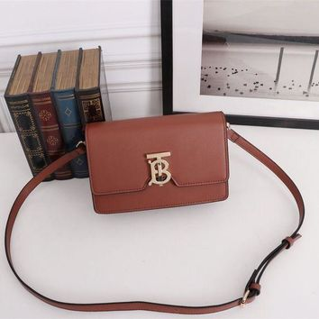 PEAP BURBERRY WOMEN'S LEATHER INCLINED SHOULDER BAG