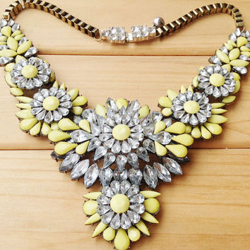 Yellow Clear Crystal Floral Bib Necklace, Luxury Rhinestone Statement Necklace for Girls,V Shaped Collar Necklace