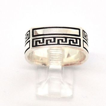 (2-5269-h9) Sterling Silver Men's Greek Design Squared Band Ring.
