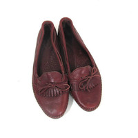 20% OFF SALE...Vintage Brownish Red Leather Loafers / Deck Shoes / Moccasins with fringe / size 9 - 9.5
