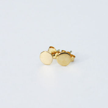 18k gold stud earrings. 18k gold earrings. 18k solid gold earrings. 6mm solid gold stud earrings. Gold nugget earrings. 18k gold jewelry.