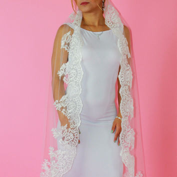 Knee Length Veil with Alencon Lace