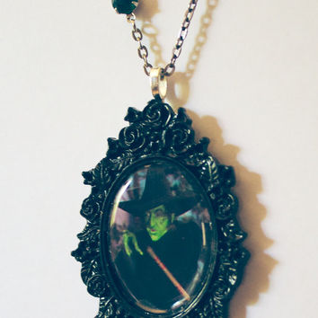 wicked witch of the west oz wizard of oz dorothy yellow brick road ill get you my pretty green witch black rose gothic scary movie necklace