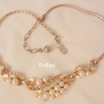 Circa 50's Lovely Crown Trifari Simulated Pearl rhinestone Necklace