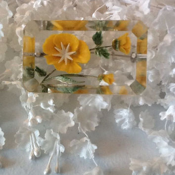 Pressed Flowers Vintage 1940's / 50's Brooch Pin Yellow Floral Costume Jewelry Folk Victorian Reverse Carved Clear Lucite Brooch