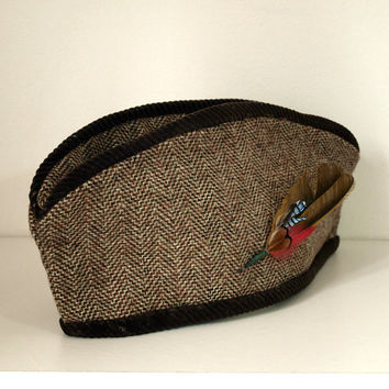 Hardly worn 1940's hat / Brown tweed hat women / Tilt hat with feather trim / One owner originally worn for 1941 wedding.