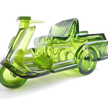 Retro Avon Green Golf Cart Decanter - Glass Bottle with Windjammer After Shave / Cologne Cruiser