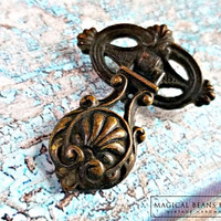 Antique Keeler Brass Co Pendant Pulls   Victorian Dresser Pulls   Teardrop Pulls   Decorative Dresser Hardware   Antiqued Brass Drawer Pulls