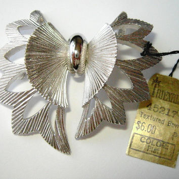 Crown Trifari platinum color textured bow brooch, No. 45217, NOS, original tag, 1950s