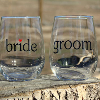 Bride and Groom Stemless Wine Glasses. Engagement or Wedding Gift/Bride and Groom